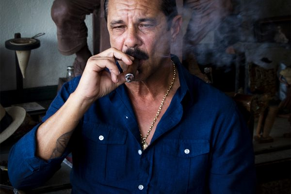 10_Enjoying A Cuban_405