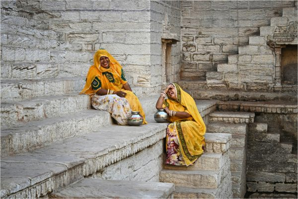Open-GOLD-A-328-Funny Moment at the Stepwell