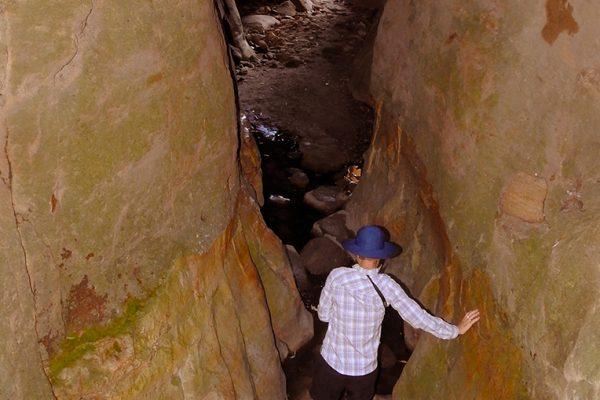 POpen-AB-451-narrow canyon